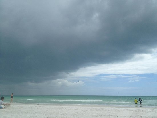 Siesta Beach: Beautiful even with a storm coming in