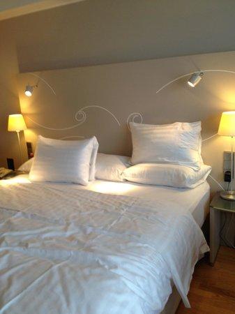 Hilton Helsinki Kalastajatorppa: Кровать в номере