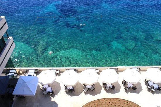 Hotel Excelsior Dubrovnik: ホテル前のビーチ