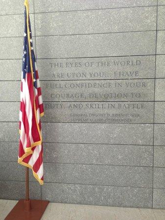 Monumento y Cementerio Estadounidense de Normandía: Memorial Building with Displays
