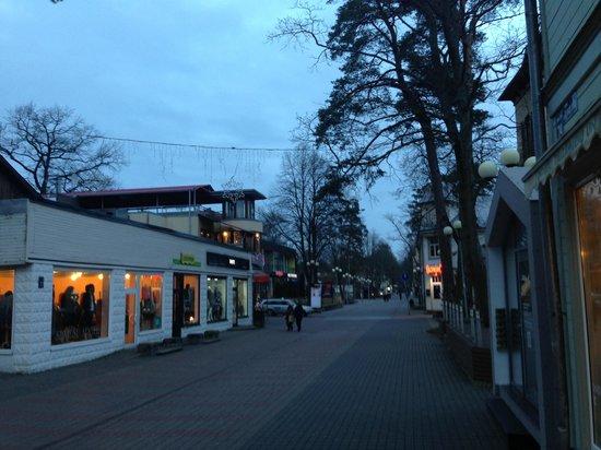 Jomas Street : Вечер