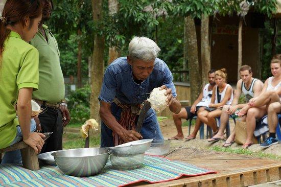 Namuang Safari Park: Кокосовая стружка