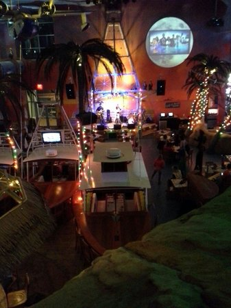 Margaritaville Casino : Fun in the resturant!  Live bands!
