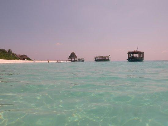 Angaga Island Resort & Spa: doni