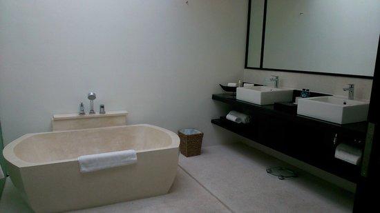Montigo Resorts Nongsa : Huge Bathtub