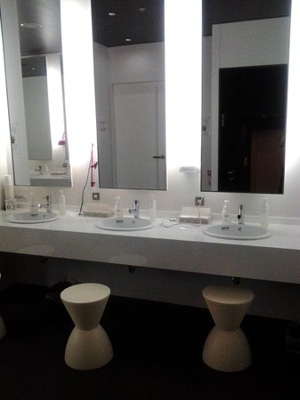 First Cabin Haneda Terminal 1 : Vanity at toilet/bathroom area
