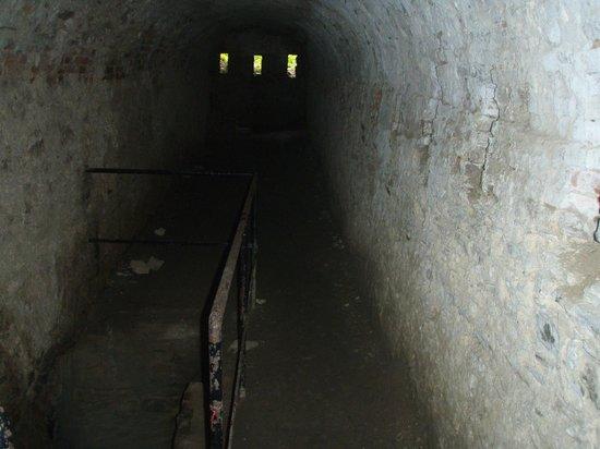 Schloss Rheinfels: See how dark the passages are