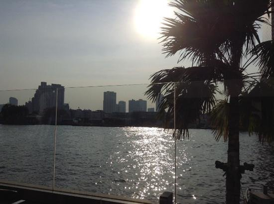 Royal Orchid Sheraton Hotel & Towers : view from a pool sunlounger over river
