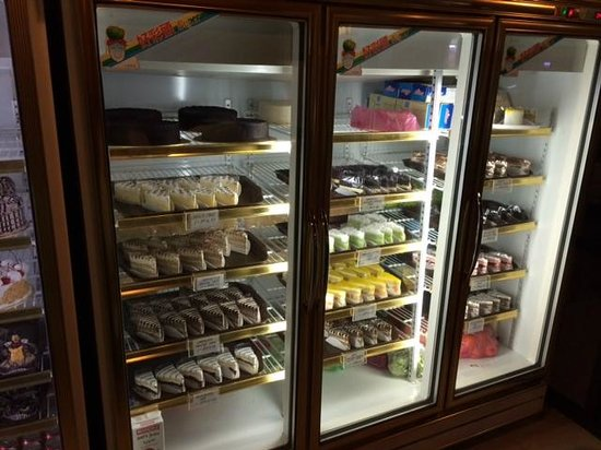 Island One Cafe & Bakery: Slices of cake for sale