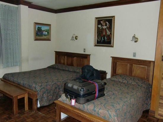 Hotel Don Carlos: Room