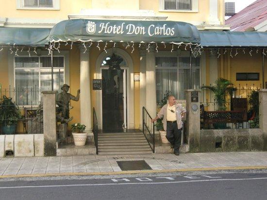 Hotel Don Carlos: Entrance