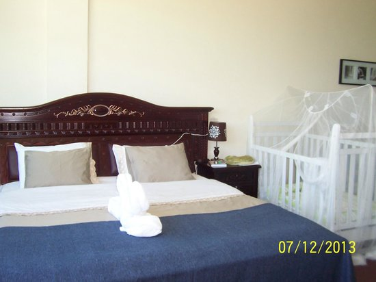 GT Guest House & Apartments: Master bedroom with crib