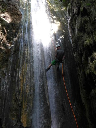 El Remanso Lodge : Waterfall Rappelling