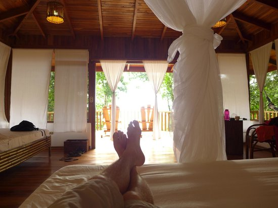 El Remanso Lodge: View from bed (La Guinda)