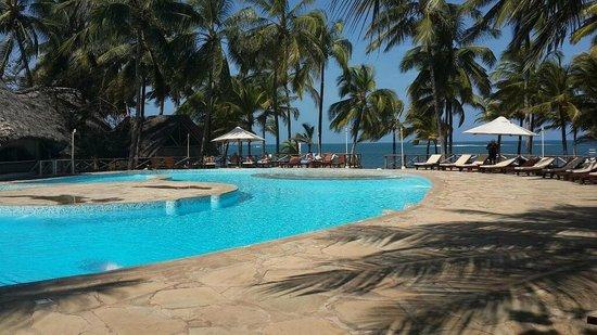 Sandies Tropical Village: The beautiful Pool