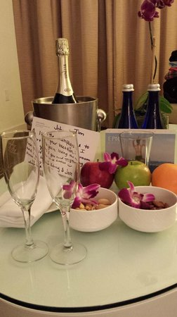 Kimpton EPIC Hotel : InnerCircle welcome amenities and birthday treats