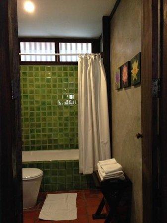 Legendha Sukhothai : bathroom