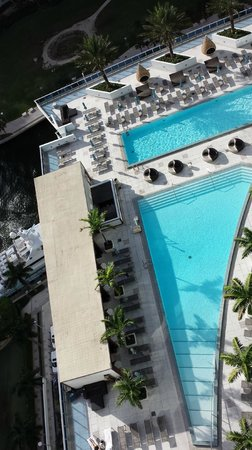 Kimpton EPIC Hotel : View of the pool deck (floor 16) from above (floor 29)
