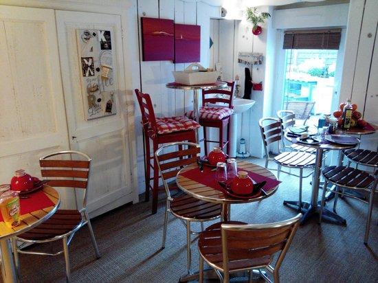 Hotel La Roseraie : Salle des petits-déjeuner est cosy