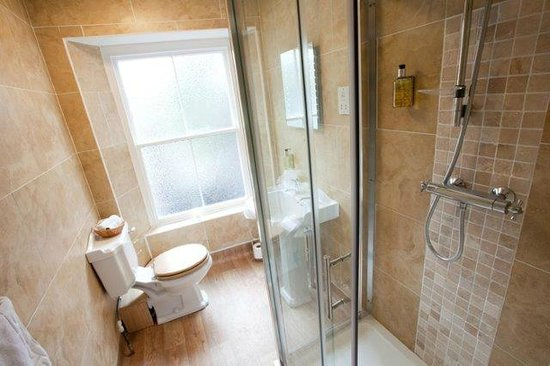 Lynton Cottage Hotel: Classic room with en suite shower room and PART sea view