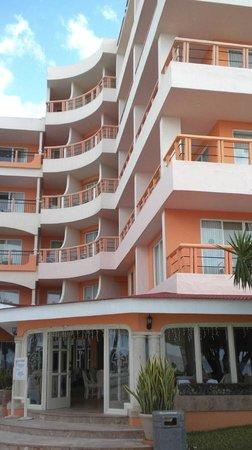 El Cozumeleño Beach Resort: Beach entrance to hotel lobby
