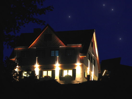 Pension Panorama: guesthouse at night
