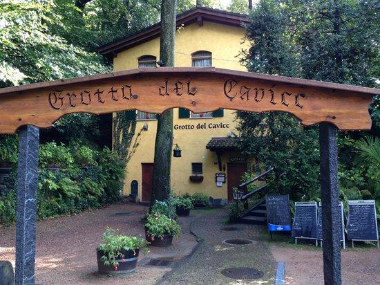 Grotto Cavicc: L'esterno.