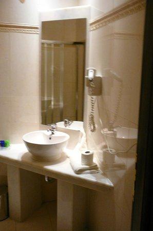 Acropolis Museum Boutique Hotel : Ванная в номере