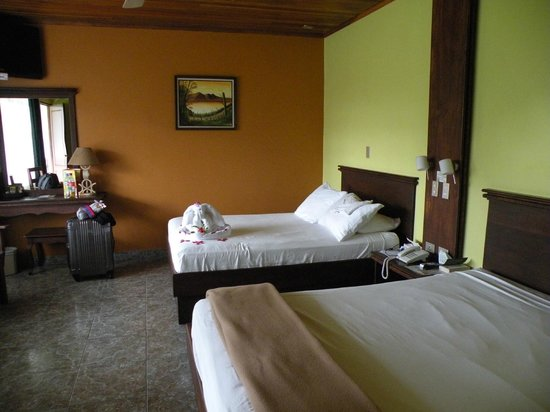 Volcano Lodge & Springs: Our spacious room
