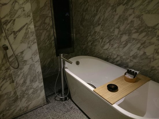 Intercontinental Hotel Osaka : Tub