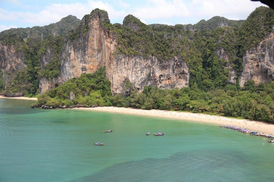 Pranang Cave: The view from the other side as you come out of the cave. This is Railay beach and the tiger wal