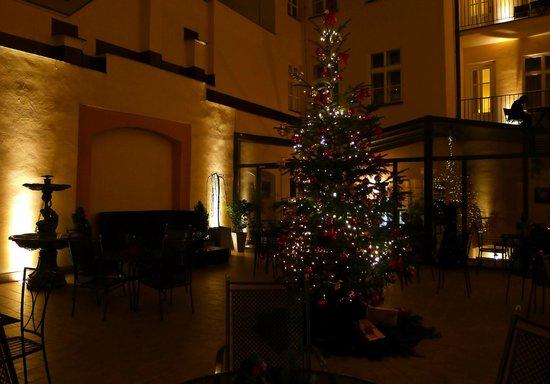 Hotel Leonardo Prague : The Garden
