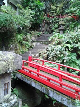 Hotel Senkei: Staircase to private onsen from public onsen