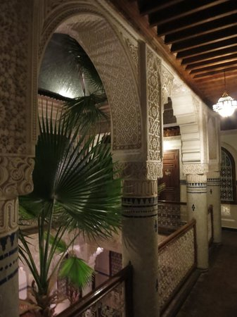 Riad Dar al Kounouz : details on coloumn