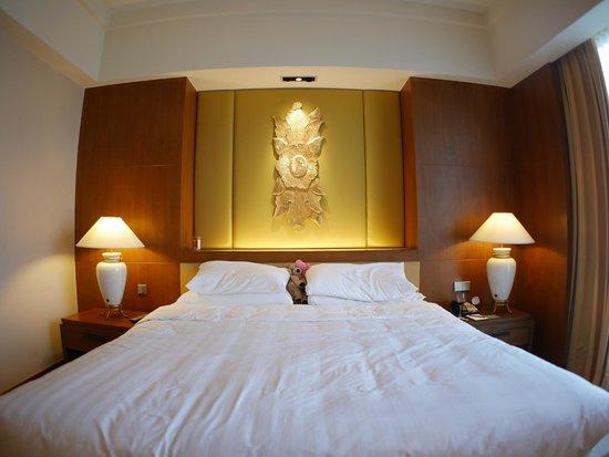 Shangri-La Hotel, Chiang Mai: Bed