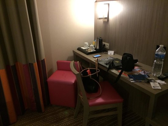 Mercure Dinan Port: Desk