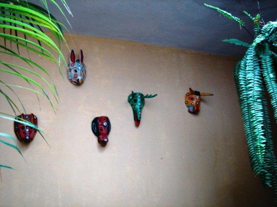El Viejo Danes Guest House : Mascaras de Madera