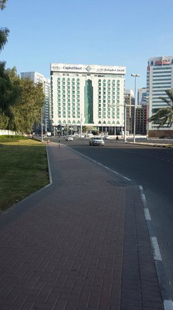 Al Diar Capital Hotel: View of hotel from the street