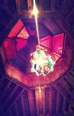 Riad Dar Al Kounouz: above bed