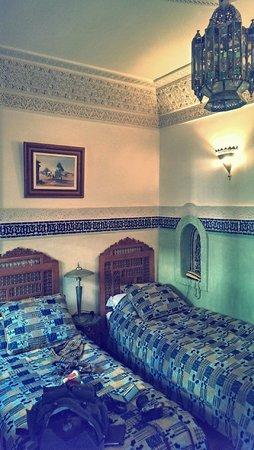 Riad Dar Al Kounouz: bed