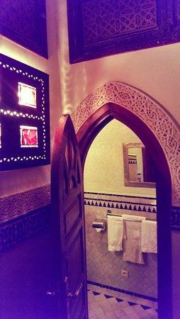 Riad Dar Al Kounouz: bathroom
