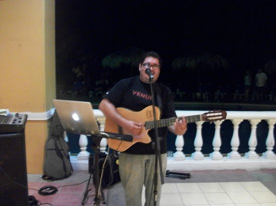 Allegro Papagayo: Bar Entertainment