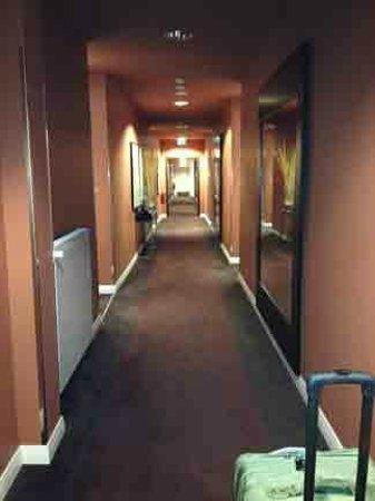Adina Apartment Hotel Berlin Checkpoint Charlie : Hallway