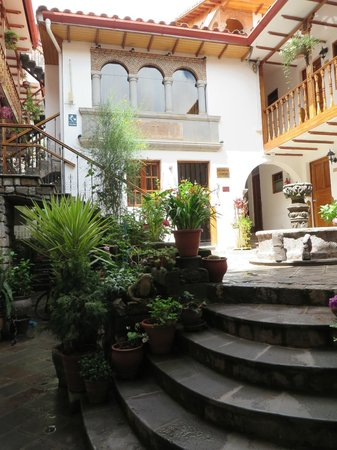 Hotel Rumi Punku: exterior courtyard