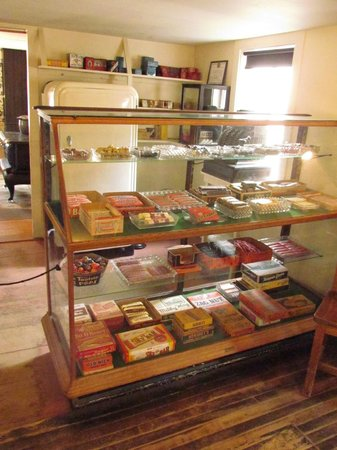 Strawbery Banke Museum: 1940s grocery store.