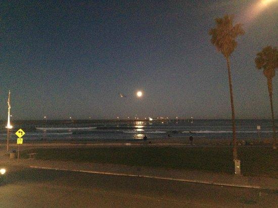 Ocean Beach Hotel : 6:45 am day moon