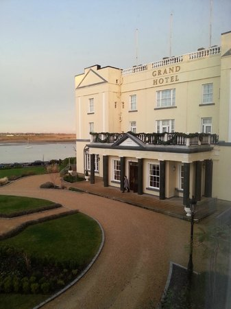 Grand Hotel Malahide : Front of hotel