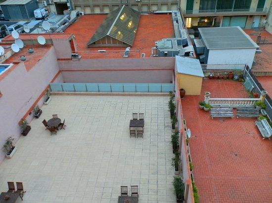 Onix Rambla Hotel: Вид во двор