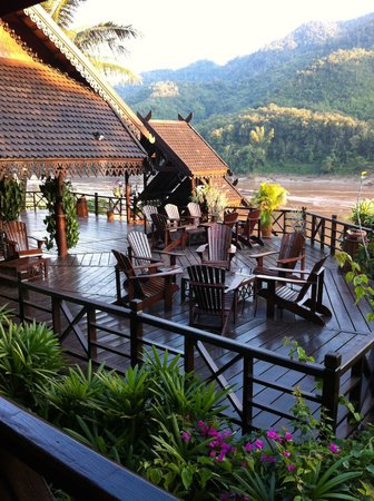 The Luang Say Lodge: Terrasse und Bar