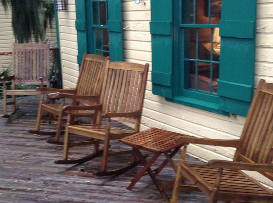 The Lodge on Little St. Simons Island : Outdoor porch with rockers